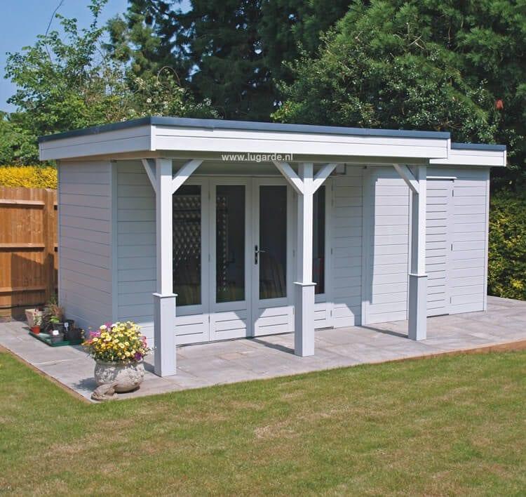 PR23 van Lugarde is een charmant tuinhuis met plat dak. Dit tuinhuis heeft een kleine luifel, een grote, glazen deur en twee aparte ruimtes.